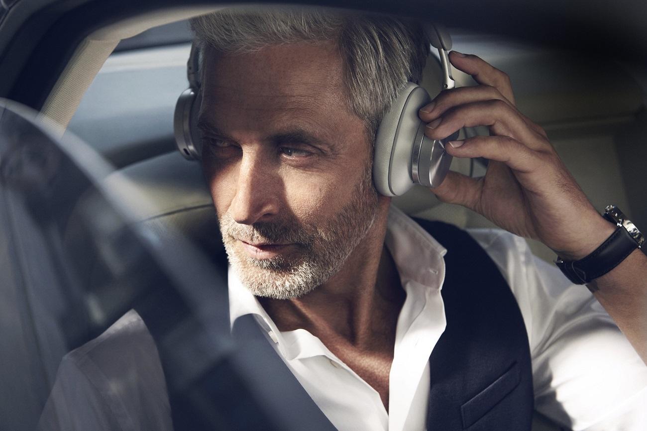 Recenze bezdrátových sluchátek Beoplay H95, Denon Store