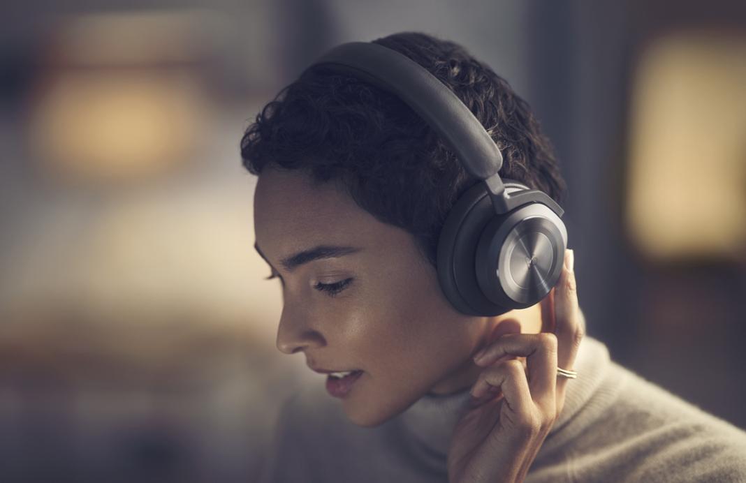 Porovnání nových sluchátek Beoplay Portal a Beoplay HX, Denon Store